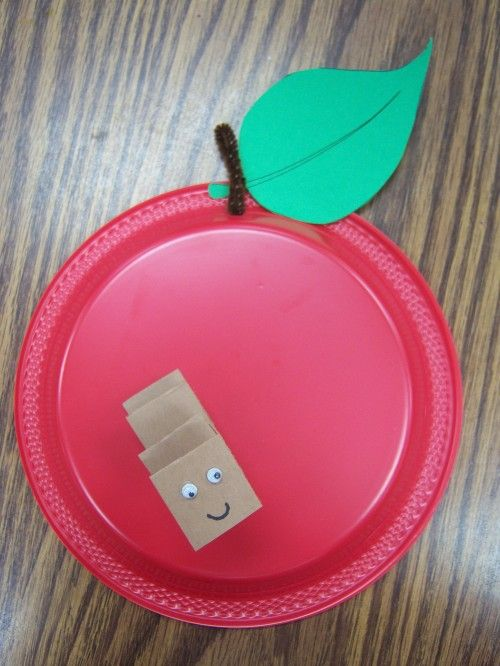 Easy apple craft for drop in storytime
