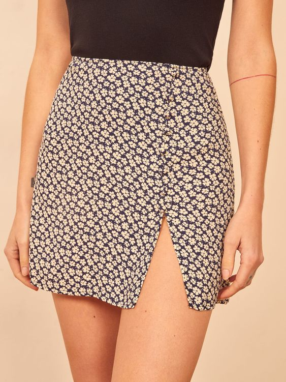 31 Women Short Skirts To Inspire Yourself outfit fashion casualoutfit fashiontrends