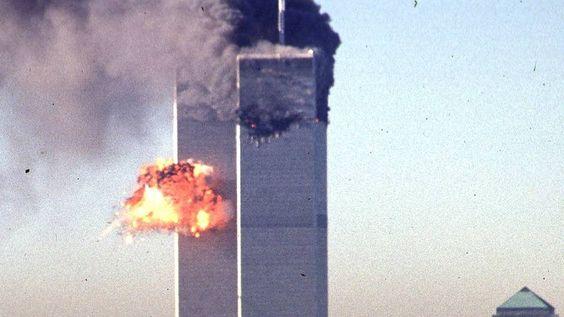 """Artikel in Physik-Fachmagazin """"Der 11. September war eine kontrollierte Sprengung"""" Das World Trade Center stürzte nicht wegen der starken Feuer in sich zusammen, sondern wurde kontrolliert gesprengt, behaupten vier Wissenschaftler kurz vor dem 15. Jahrestag der Anschläge. Das Erstaunliche: Die waghalsige These wurde in einem renommierten Physik-Fachmagazin veröffentlicht."""