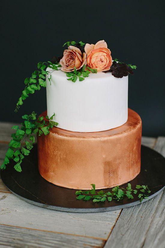 bronze wedding cake @weddingchicks