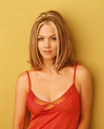 Jennie Garth - love the cut & color, would love to do with brown hair and caramel highlights