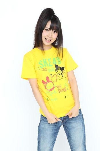 黄色い服の高柳明音
