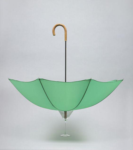 un-parapluie-en-equilibre-dans-un-verre_Daniel Eatock