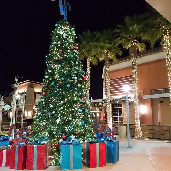 Christmas in California - the mall, movie theater what to do in California for the Holidays | soyvirgo.com