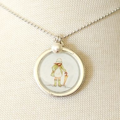 Sweet gift idea for girls: Sarah Jane necklace with April Showers design