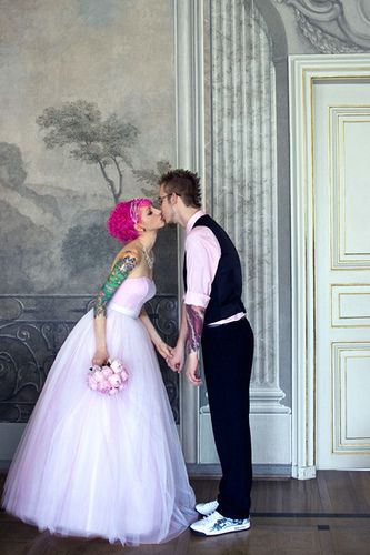 Love this 50's inspired light pink dress, his light pink shirt, and the matching bouquet!