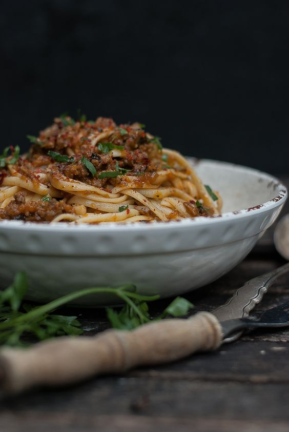 BEEF AND MUSHROOM BOLOGNESE --- a lot of blending + mushrooms, so this ...