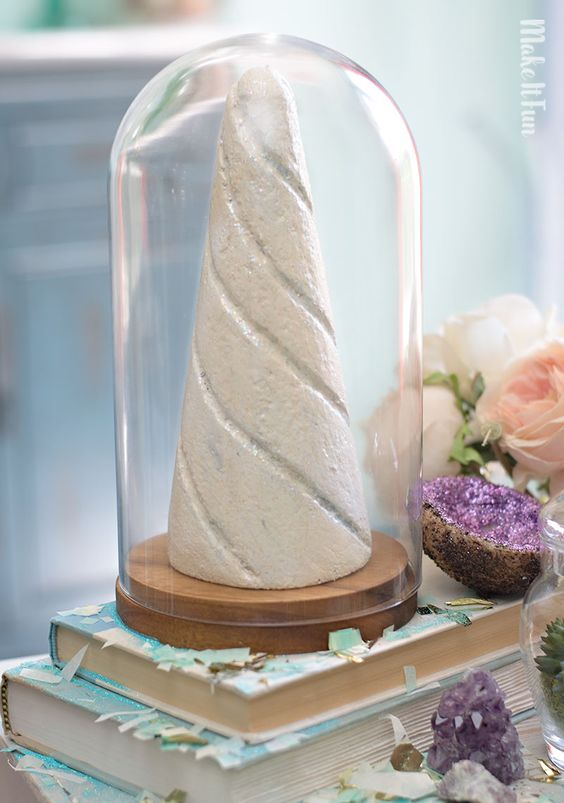 DIY: unicorn horn centerpiece