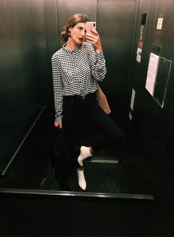 Manuela Bordasch montou um look básico mas com aquela bossa que amamos. Camisa vichy com bolsa de palha é o combo perfeito. A bota branca entra para dar um toque fashionista para a produção. Manuela Bordasch - camisa-xadrez-calca-bota - camisa - verão - str