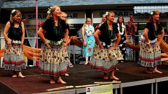 Gibt es auch wieder den Hula Tanz ?  ...  Übermorgen, auf dem Merziger Viezfest? :-)