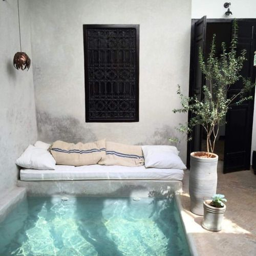Patio and verano on pinterest for Decoracion patio con piscina