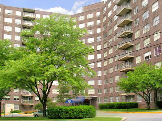 Big city living at regency towers favorite allentown for Big city apartments