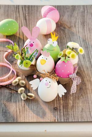 Osterbasteln eier dekorieren klebstoff auftragen