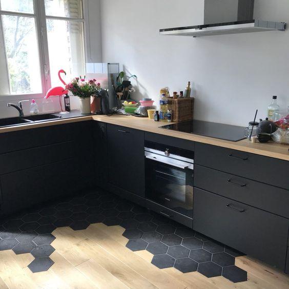 Installation De La Cuisine Le Montage 2 Cuisine Cuisine Montage In 2020 Black Ikea Kitchen Kitchen Design Small Kitchen Renovation