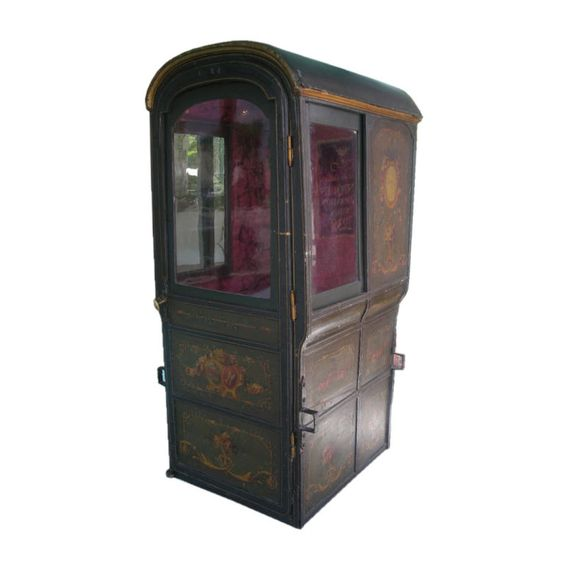 18th century louis xvi period french sedan chair sedans for Chaise a porteur