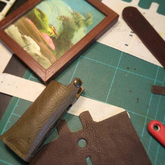 Leather case for Eleaf iStick 40w - work in progress by Malafola #malafola #malafolacases #vapecommunity #vape #vaping #eleafistick #eleaf #istick #istick40w #madeinitaly #leather #leathercase #vapecase #vegtanleather #instavape #handmade #ecig #ecigcases #vapeaccessories #accessories #customized #workinprogress