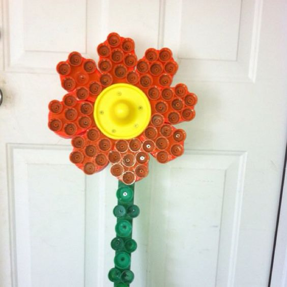 Gardens beautiful and bottle on pinterest for How to make bottle cap flowers