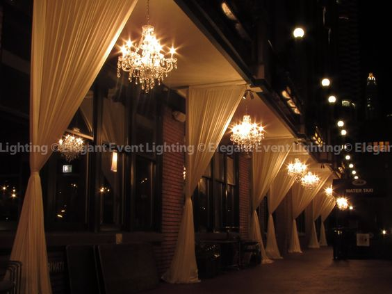 These chandeliers transformed the veranda at River Roast! @river_roast