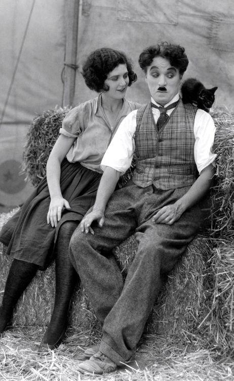 Charlie Chaplin 1918 27ee256c46ca16a021a435f1998ea290