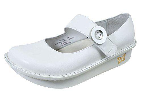 8 Best White Nursing Shoes for Women