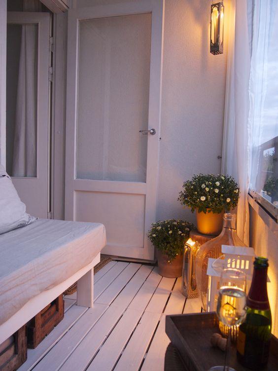 Pieni parveke - ihana valkoinen maalattu lattia!: