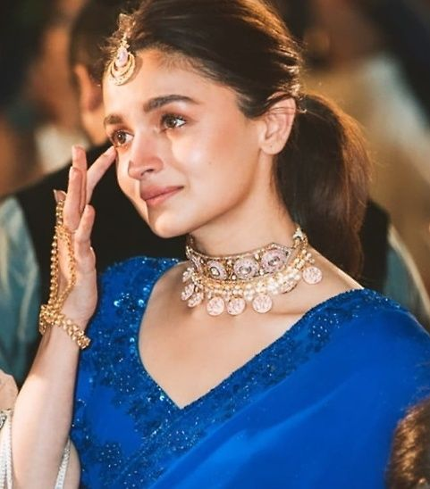 Find Out In Which Movie Alia Bhatt Appeared As A Child Artist Find Put Alia Weight Height Real Name Family Alia Bhatt Indian Celebrities Bollywood Fashion