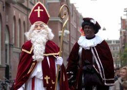 St-Nicolas arrive avec Pere Fouettard--quelle jolie histoire