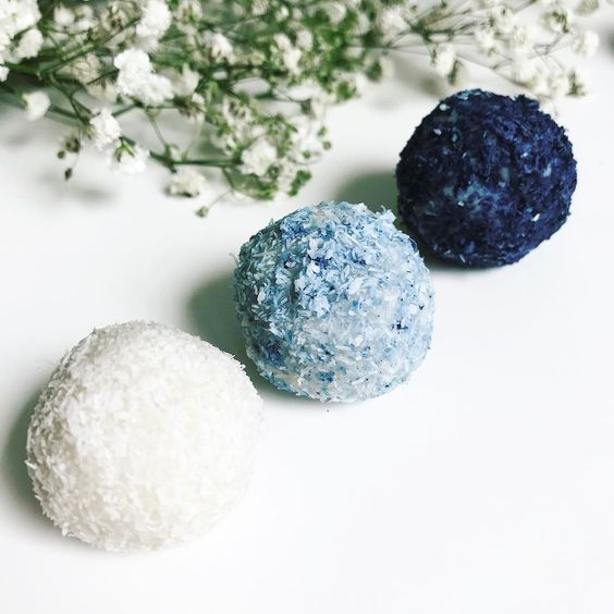 Coconut balls with blue matcha - Blue Matcha: