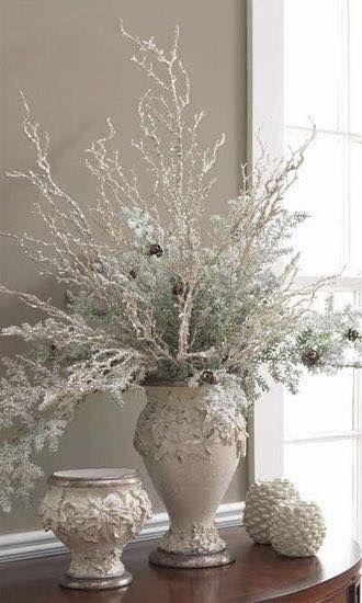 Floreros para decorar en navidad https://cursodeorganizaciondelhogar.com/floreros-para-decorar-en-navidad/ Vases to decorate at Christmas #Centrosdemesanavideños #Comodecorarennavidad #Decoracionesnavideñas #Florerosparadecorarennavidad #ideasparanavidad #Navidad2016
