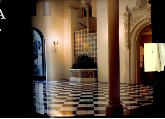 Beautiful tiles and columns...