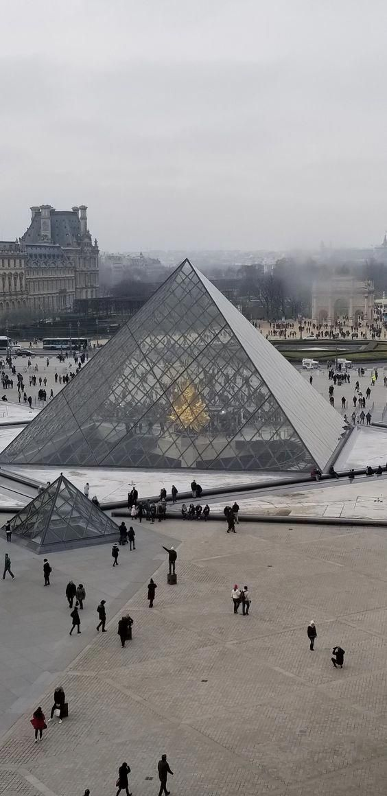 The Palais Du Louvre Is A Previous Royal Residence Found In The 1st Arrondissement It Is A Magnet To Trav France Travel Amazing Places Vacation France Louvre