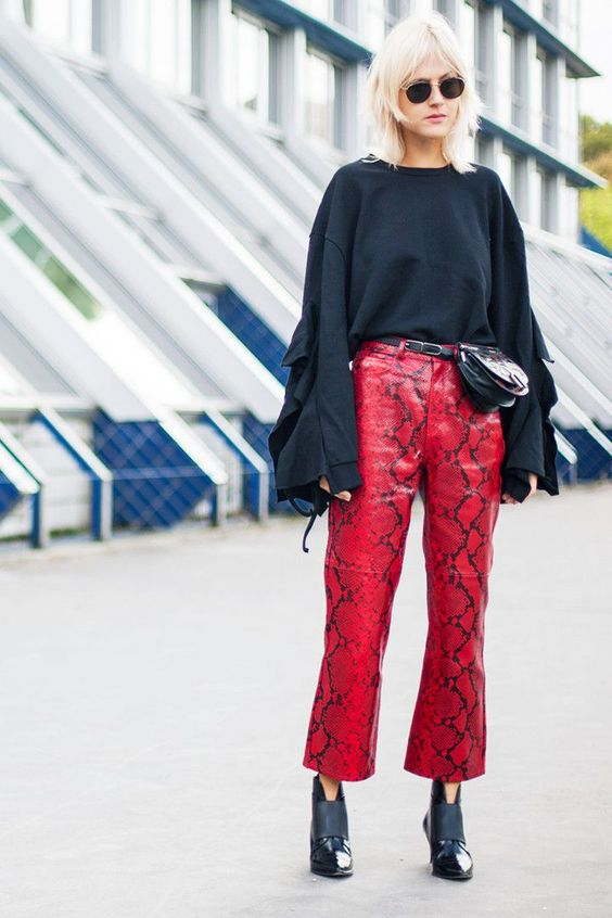 33 Chic Street Style Looks From Paris Fashion Week via @WhoWhatWearUK