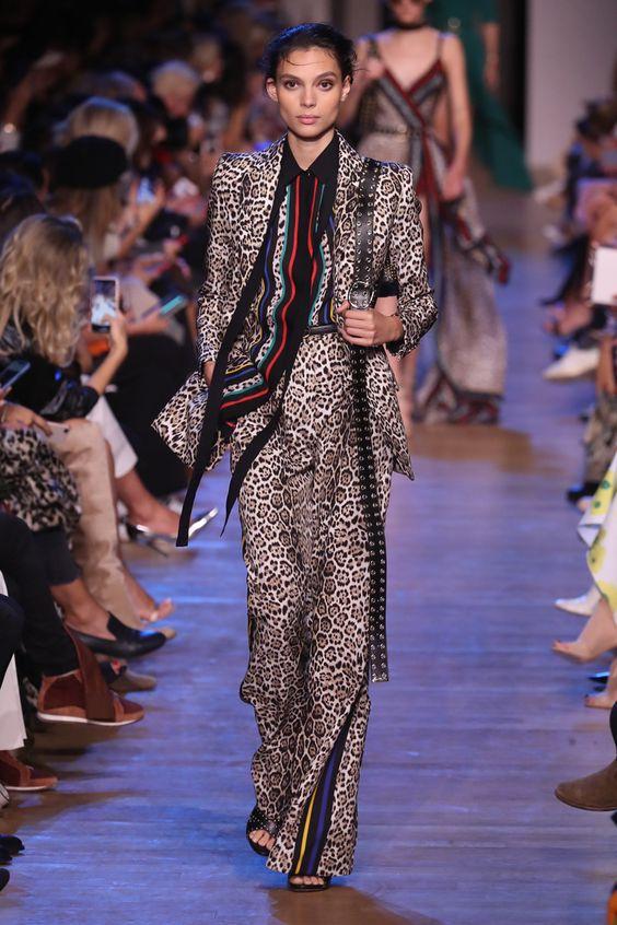 Tendenze moda 2019 - Vestito completo animalier