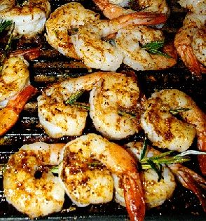 Grilled shrimp with olive oil and herb sauce. Barbecued shrimp with ...