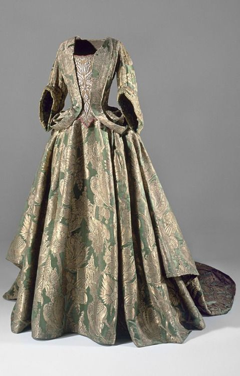 Green silk dress with train, ca. 1740