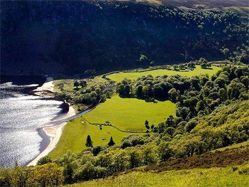 Irlanda es una isla de color esmeralda donde el viajero encontrara hospitalidad y belleza: http://www.guiarte.com/irlanda/