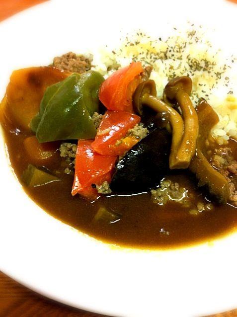 本当はオクラも入れたいなぁ…でもなかったの( ;´Д`) - 110件のもぐもぐ - ちょっと早めの夏野菜たっぷりカレー by Yuka Nakata
