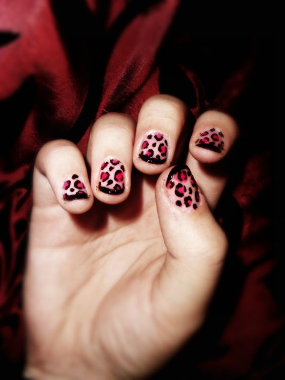 Black.Pink Leopard Nails