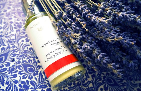 My favourite Home Spa products with Lavender: Dr. Hauschka Moor Lavender Calming Body Oil. http://www.ohhhsorelaxed.com/home-spa/meine-lieblinge-mit-lavendel/