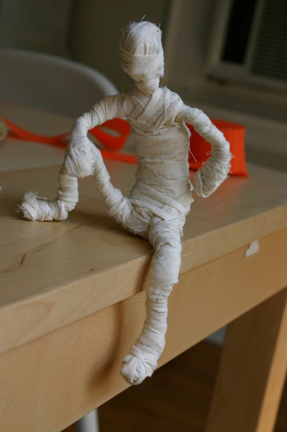 Totally cute. Wire forms wrapped in torn muslin. Poseable mummies!