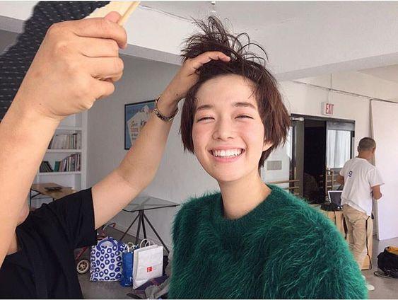 佐藤栞里のヘアメイク