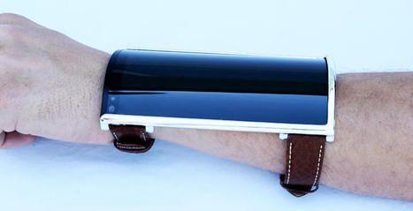 This bizarre bendable phone Wears like a shirtsleeve