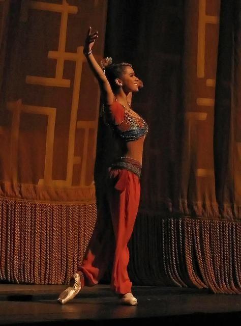 Misty Copeland -- Curtain call as Gulnare in Le Corsaire. #Ballet_beautie #sur_les_pointes *Ballet_beautie, sur les pointes !*