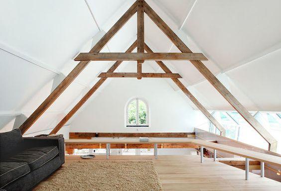 Renovado con madera un viejo granero.  Este es un proyecto arquitectónico del estudio Maxwan que se encargo de reformar un antiguo granero situado cerca del río Linge, en los Paises Bajos.