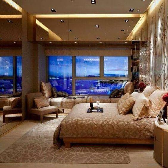 """""""Morri com essa inspiração  Esse quarto do casal faz o uso de uma ótima iluminação, deixando o  ambiente mais aconchegante e harmonioso  O uso do…"""""""