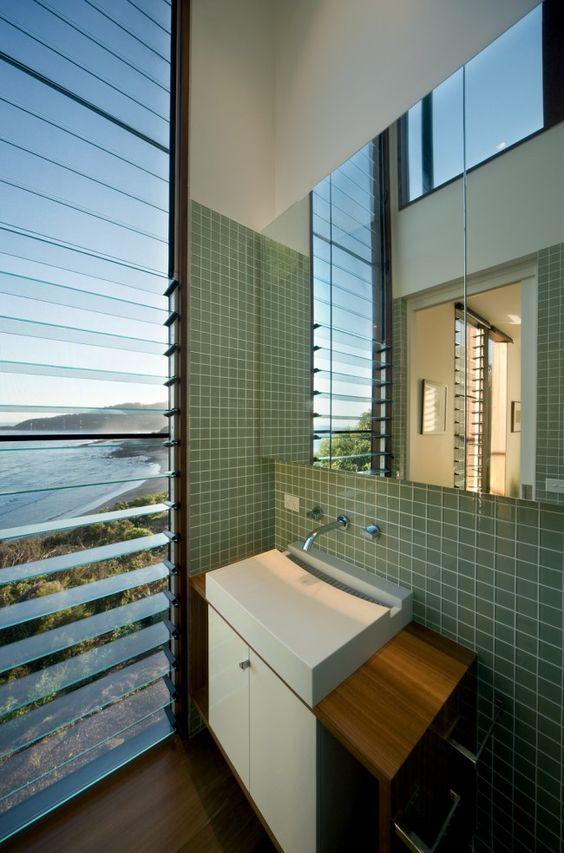 Treehouse designed to dissolve into the landscape | Designhunter - architecture & design blog