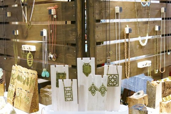 Trade Jewellery Stands : Space jewelry visual merchandising and displays