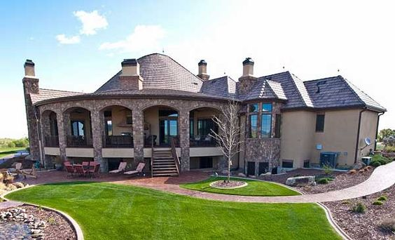 check out that covered PATIO.  wow..