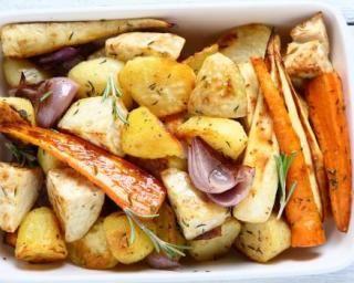Légumes minceur rôtis aux herbes et à l'ail : http://www.fourchette-et-bikini.fr/recettes/recettes-minceur/legumes-minceur-rotis-aux-herbes-et-lail.html