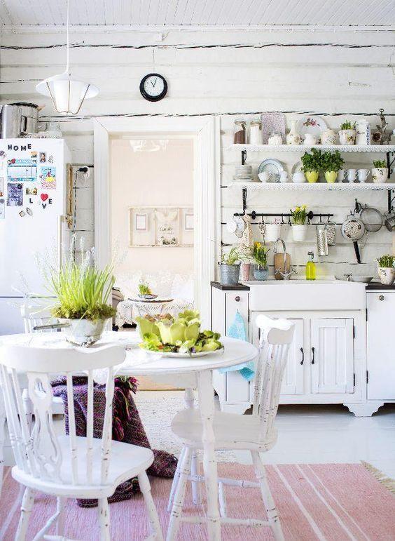Hirsitalon valkoinen keittiö  Unelmien Talo&Koti Kuva